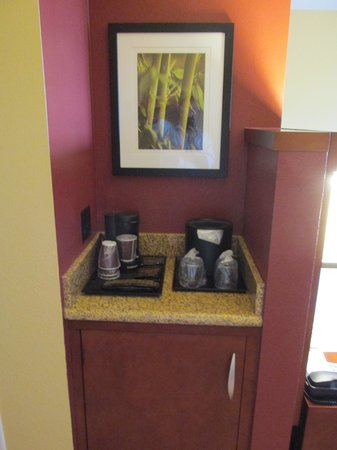 Courtyard by Marriott Miami Airport: Coffee maker