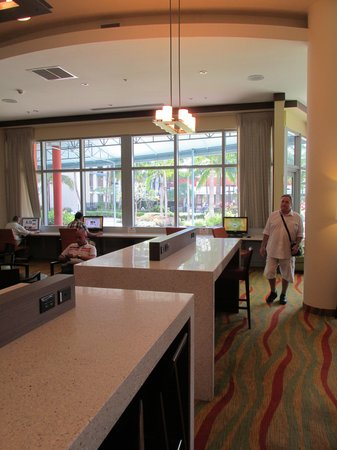 Courtyard by Marriott Miami Airport : lobby