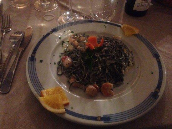 Fish House Ristorante Pizzeria: Tagliatelle nere con pesce