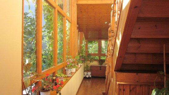 Hotel Torrecerredo: Hallway and stairwell