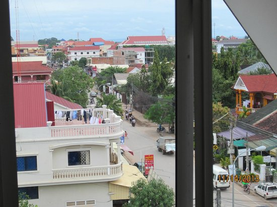Soria Moria Boutique Hotel : Wat Bo Rd. from our balcony window