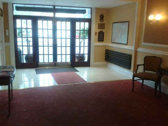 The Royal Hotel: Front enterance