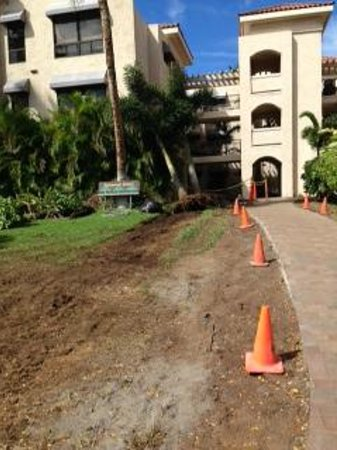 Aston Shores at Waikoloa : construction on pathway to room