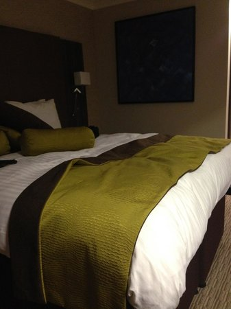 Mercure Milton Keynes: the high bed