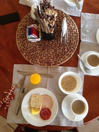 Hotel Carpa Manzano: First round of the continental breakfast