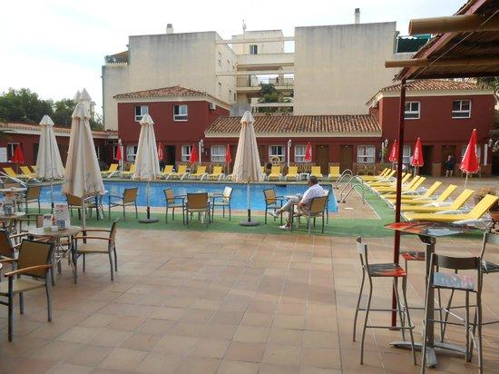 Hotel Itaca Fuengirola: the pool area