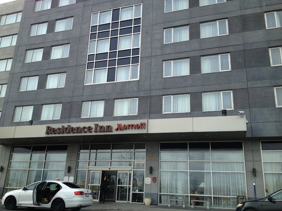Residence Inn Montreal Airport: Hotel main entrance