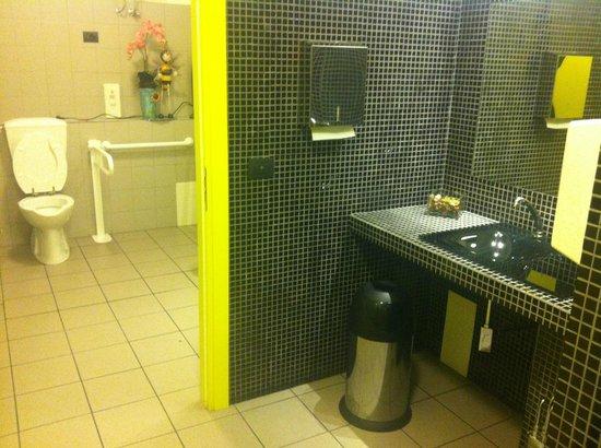 il bagno: uomini, donne ,handicap e antibagno - Picture of Pizza ...