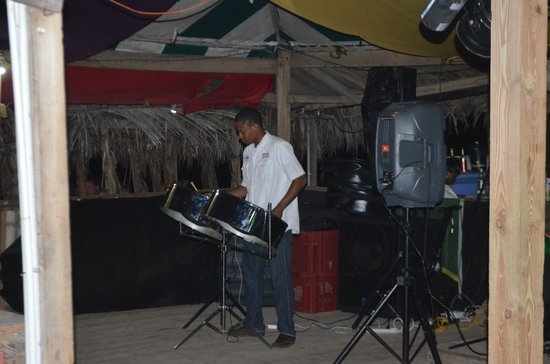 Mr. X's Shiggidy Shack Beach Bar : steel drumming to the 80's