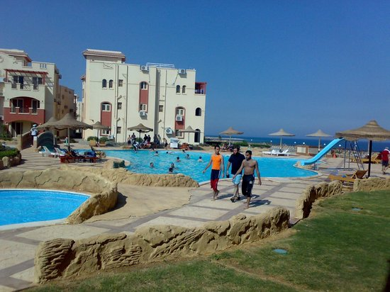 La Sirena Beach & Resort: pool view