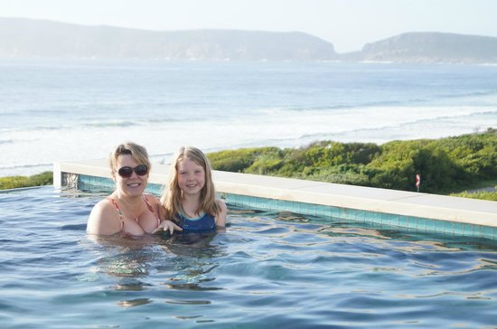 Periwinkle Guest Lodge : What a view from a Pool