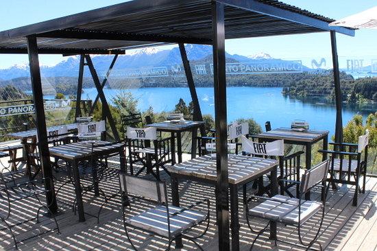 Punto Panorámico (Mirador & Bar): Nuestra terraza sobre el lago...