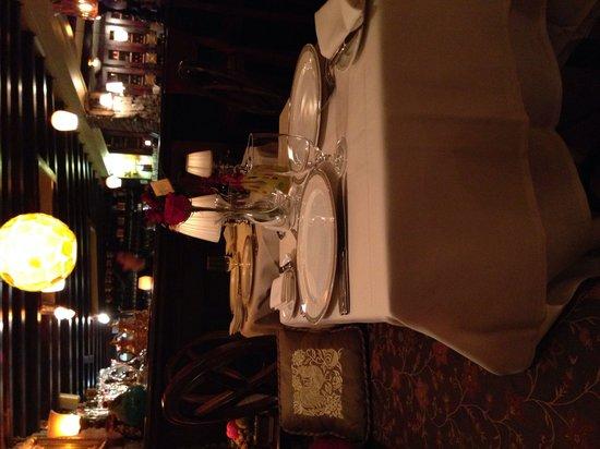 Bistro L'Hermitage: Dinner tables