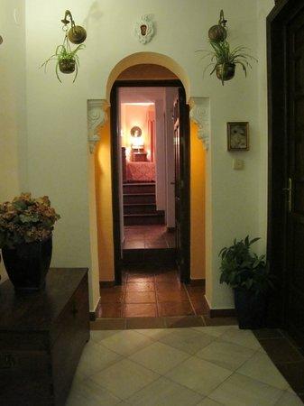 Hotel San Gabriel: Entry to Room