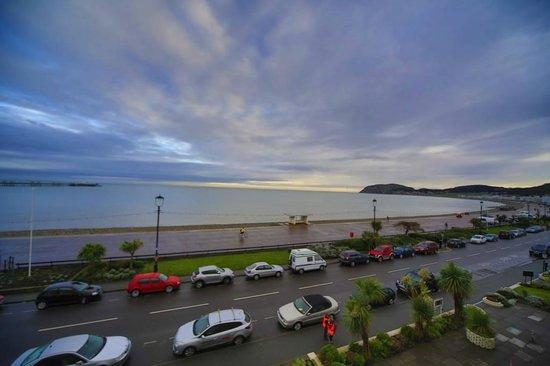 Trevone Hotel: beach