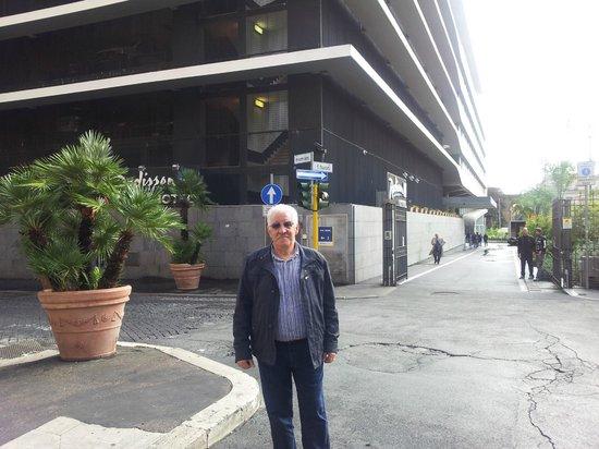 Radisson Blu es. Hotel, Roma : L'ingresso dell'otel