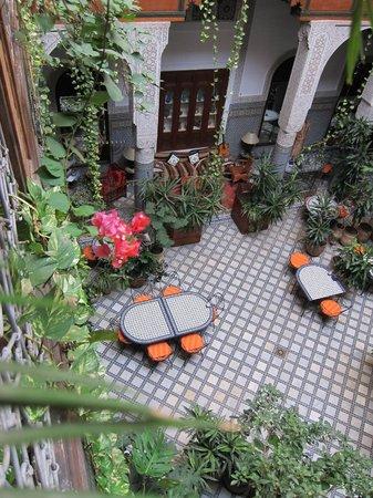 Riad Al Bartal: Court / Dining area