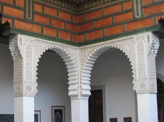 Riad Al Bartal: Plaster wall detail