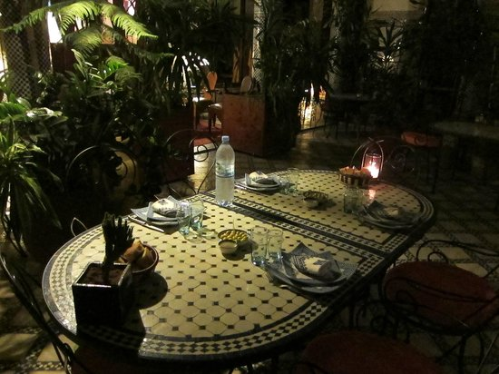 Riad Al Bartal : Table awaiting its guests for dinner