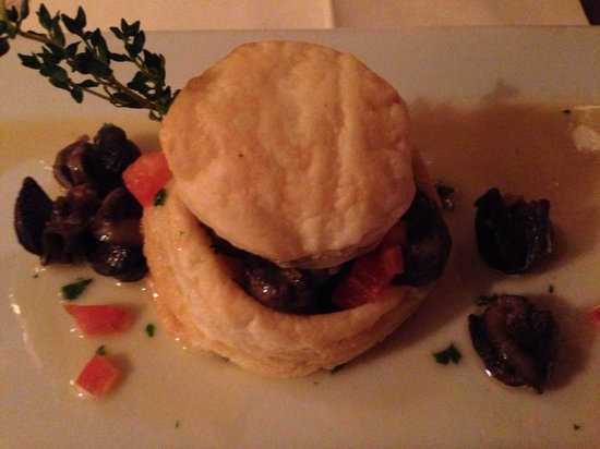 Bistro L'Hermitage: Escargots with puff pastry
