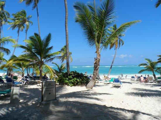 Hotel Riu Naiboa : ingreso a la playa
