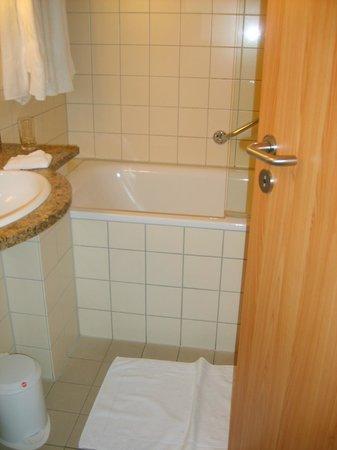 Dorint Strandhotel Ostseebad Wustrow: altbackenes Bad