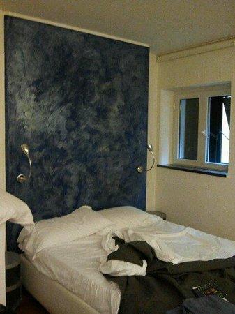 ManarolaSoleMare: appartamento Limoncino,il letto semplice e romantico,al mattino la luce del sole ti accarezza il