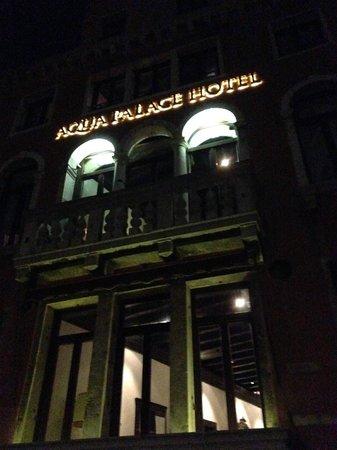 Aqua Palace Hotel: sera