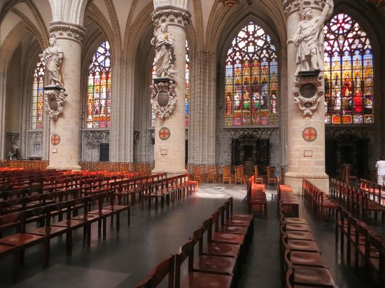Notre Dame du Sablon : Beautiful stained glass windows
