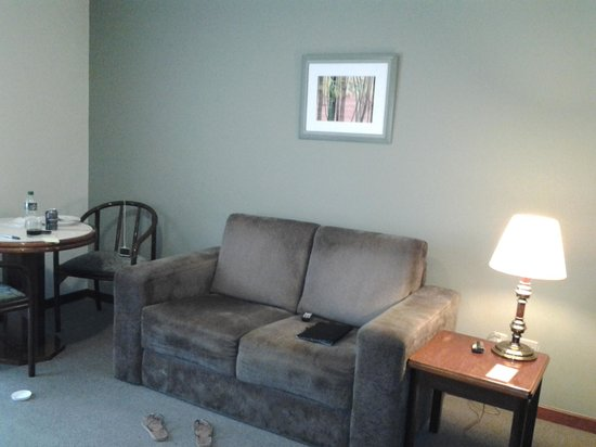 Quality Suites Garden: sala separado do quarto