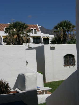 HD Parque Cristobal Tenerife: Bungalow in foreground