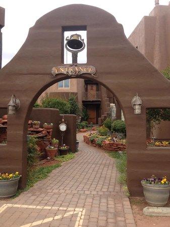 Adobe Grand Villas: Entrance
