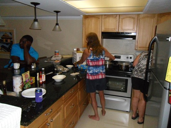 Ocean Reef Yacht Club & Resort: Making dinner for my friends.