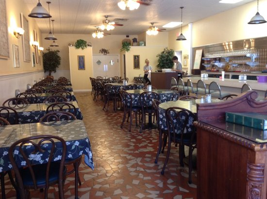Magnolia On Main: Main dining room