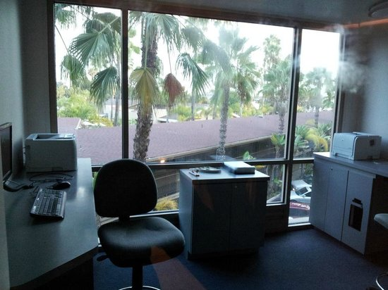 Holiday Inn San Diego-Bayside : business center