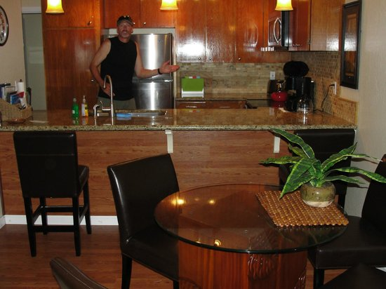 Kihei Resort: The kitchen