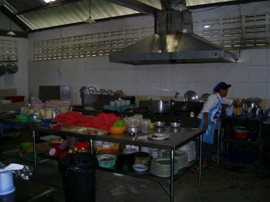 Forest Bungalows: Die Küche- immer sauber