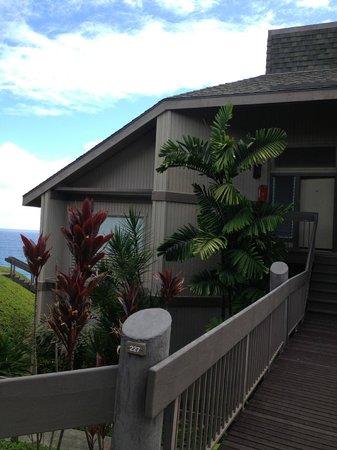 Marc at Princeville Pali Ke Kua : View of Condo from walkway