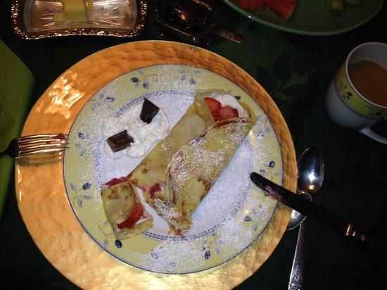 Queens Landing Guest House B&B: Delicious breakfast crepe