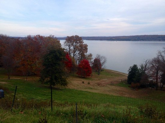 George Washington's Mount Vernon: Rear lawn view overlooking the Potomac