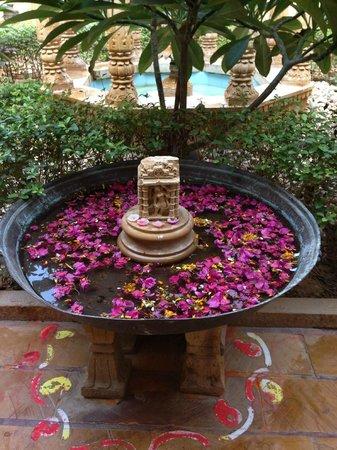Hotel Nachana Haveli: water fountain