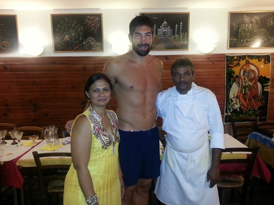 new india : Nicolas karabatic avec le chef.