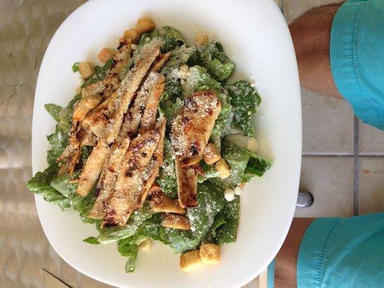 La Chia: César salad - esta deliciosa, abundante me encanto !!!