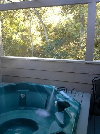 Sycamore Mineral Springs Resort and Spa : Hot Tub on Deck of Room