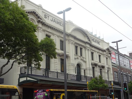 ‪St James Theatre‬