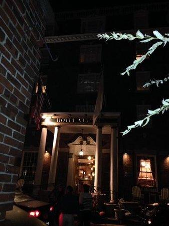 Hotel Viking: night shot