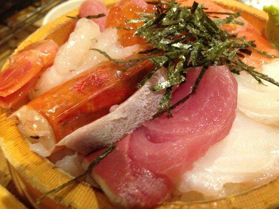 Ueno Ameyayokocho Torobako: 海鮮丼