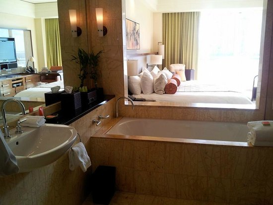 Mandarin Oriental, Miami: Bathroom/bedroom.