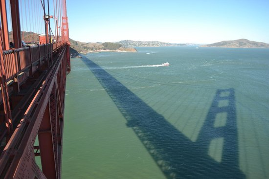 Urban Trek USA: Great shadow from the bridge