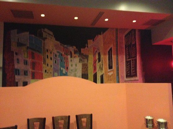 Cinque Terre Italian Restaurant: There's a mural on the wall;it's beautiful.